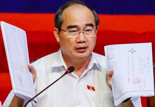 Ông Nguyễn Thiện Nhân đối thoại với người dân Thủ Thiêm chiều nay. Ảnh: Thành Nguyễn.