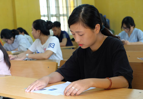 Thí sinh tham gia kỳ thi THPT quốc gia 2017. Ảnh: Quỳnh Trang.