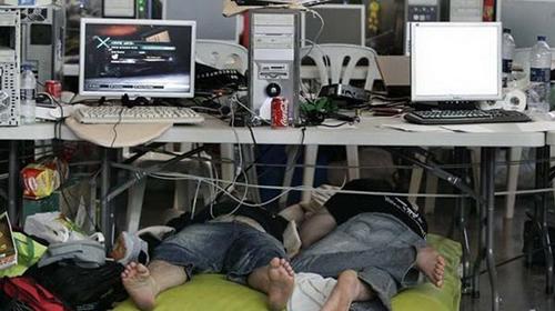 Ăn ngủ cũng game.
