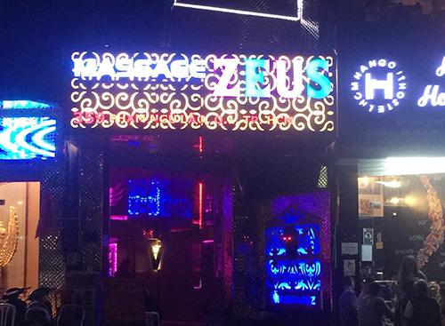 Cơ sở massage ở phố Tây. Ảnh: Tường Vy.