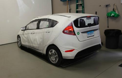 Mô hình chiếc Toyota bằng xốp được CR dùng để thử nghiệm an toàn. Ảnh: CJR.