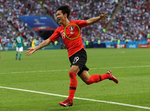Sao áo thi đấu World Cup của cầu thủ Hàn lại có cờ Đức?