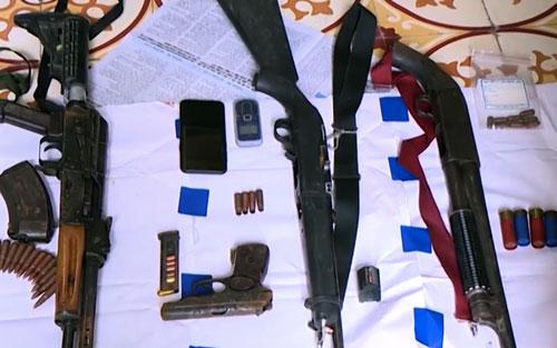 Số vũ khí cảnh sát thu được trong vụ truy bắt hai trùm ma tuý.Ảnh: Sơn Tùng