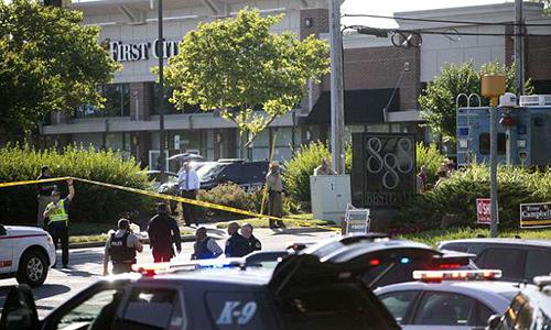 Cảnh sát đứng trước tòa soạn báoCapital Gazette ở thành phố Annapolis, bang Maryland, Mỹ vào ngày 28/6. Ảnh: AFP.