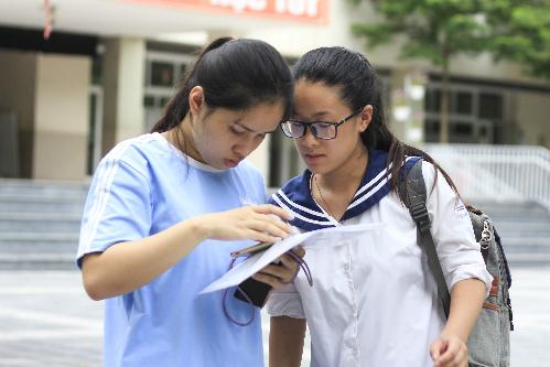 Thí sinh dự thi THPT quốc gia năm 2018 ở Hà Nội. Ảnh: Dương Tâm