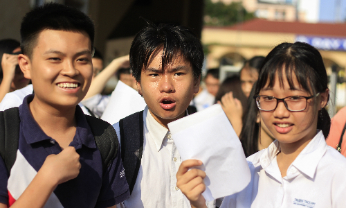 Thí sinh tham dự kỳ thi tuyển sinh vào lớp 10 ở Hà Nội năm 2018. Ảnh: Dương Tâm