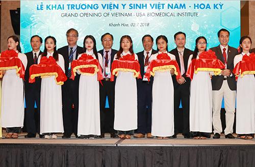 Khai trương Viện Y sinh Việt Nam đặt tại Khánh Hòa để nghiên cứu về căn bệnh ung thư. Ảnh: Xuân Ngọc