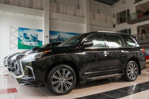 Nhiều dòng xe đắt tiền vẫn được nhập về bởi showroom tư nhân với số lượng nhỏ giọt.