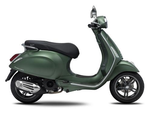 Vespa Primavera 125 màu xanh lục mới.