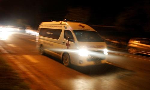 Xe cứu thương được cho là chở một trong 4 em nhỏ tới bệnh viện sau cuộc giải cứu. Ảnh: Reuters.