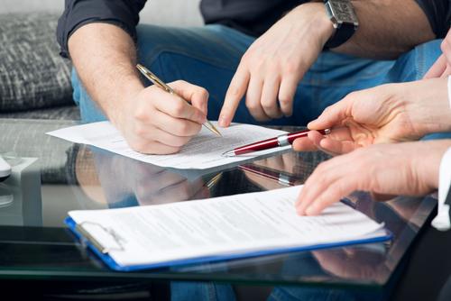 Giả chữ ký cũng là một dạng hành vi chiếm đoạt tên và hình ảnh.
