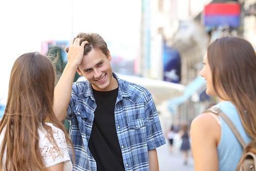 Mẫu câu tiếng Anh khi bắt chuyện với người lạ - ảnh 1