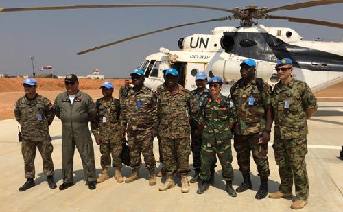 Đại uý Khánh cùng Ban chỉ huy chiến thuật của Chiến dịch MBARANGA do Tư lệnh Phân khu Tây làm chỉ huy trưởng. Ảnh:NVCC.