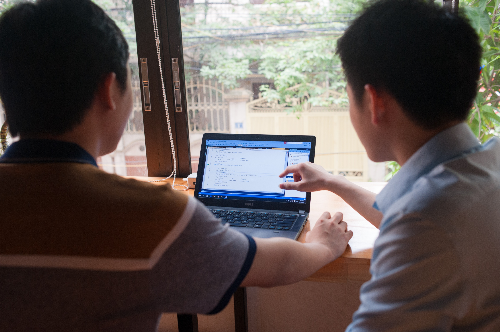 Sinh viên thực hành bài tập lớn dựa trên 1 số dự án công việc của lập trình viên.