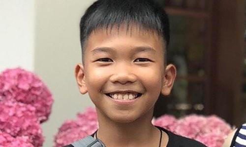 Cuộc đoàn tụ gia đình qua cửa kính của cậu bé Thái Lan sau 17 ngày trong hang - ảnh 3