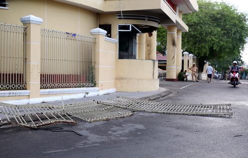 Trụ sở UBND tỉnh Bình Thuận bị đập phá, đốt trong 2 ngày 10 và 11/6. Ảnh: Phước Tuanas