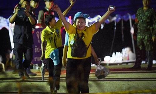 Hành trình đưa tin giải cứu đội bóng nhí Thái Lan của nữ phóng viên Australia - ảnh 4