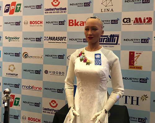 robot-sophia-2107-1531462292.jpg