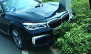 Nhân viên đâm bẹp xe BMW của khách, đại lý từ chối đền xe mới