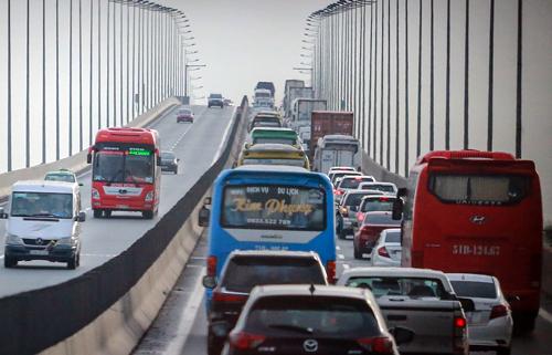 Cao tốc TP HCM - Long Thành khuyến cáo ôtô đi đường khác để tránh ùn ứ - ảnh 1
