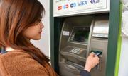 Ngân hàng đã giữ ít nhất 50.000 đồng mỗi thẻ, sao còn tăng phí ATM?