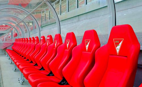 Ghế ngồi thể thao xuất hiện từ những năm 1990. Ảnh: Jalopnik.