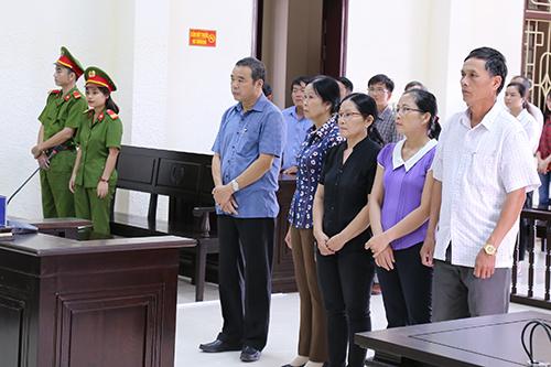 Các bị cáo tại phiên toà. Ảnh: Hoàng Táo