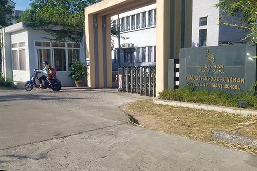 Trường tiểu học Chu Văn An, nơi đang bị xác minh thông tin buộc giáo viên đền bù 12 tháng lương nếu xin nghỉ việc không báo trước 5 năm. Ảnh: Quang Hà