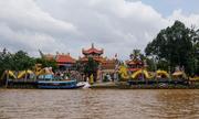 Ngôi chùa nằm giữa sông ở Sài Gòn