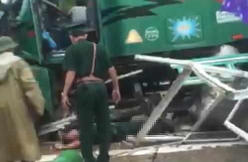 Trung tá biên phòng tử nạn do xe đầu kéo tự trôi vào bốt gác. Ảnh: QH