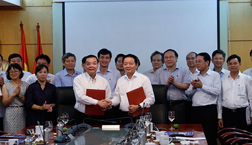 Lãnh đạo hai bộ ký thỏa thuận hợp tác giai đoạn 2018-2021. Ảnh: BN.
