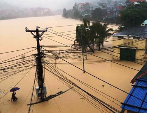 Mưa gây ngập các khu dân cư Phường Hà Khẩu, TP Hạ Long, Quảng Ninh năm 2015. Ảnh: Minh Cương.