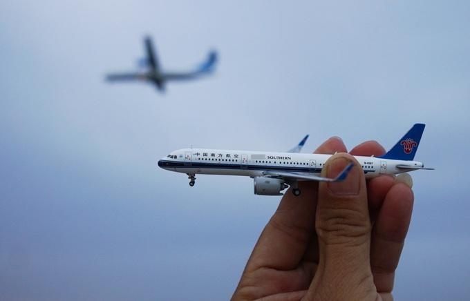 Quán cà phê ngắm máy bay lướt ngang đầu ở Sài Gòn
