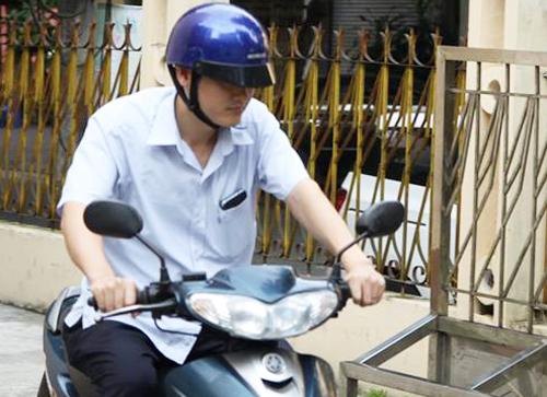 Chiều 19/7, ông Vũ Trọng Lương rời cơ quan về nhà. Ảnh: Phạm Dự