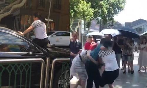 Vợ Trung Quốc đập xe chồng khi phát hiện ''bồ nhí'' ngồi trong -