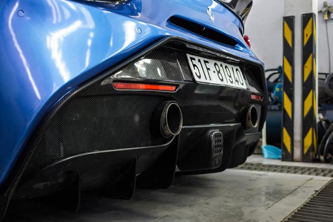 Siêu xe Ferrari 488 GTB với gói độ hơn nửa tỷ đồng ở Sài Gòn