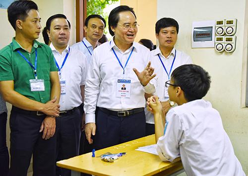 Tin Rong Biển – Bộ trưởng Phùng Xuân Nhạ yêu cầu báo cáo trung thực về kỳ thi THPT