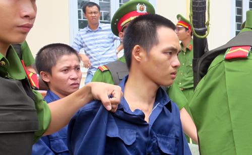 Các bị cáo sau phiên tòa. Ảnh: Tư Huynh.