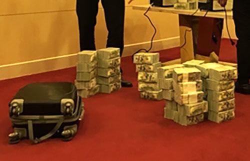 Số ngoại tệ cơ quan điều tra thu được của Phan Sào Nam tại TP HCM. Ảnh: CAND