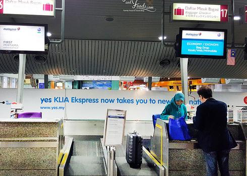 Quầy làm thủ tụccủa hãng hàng khôngđặt tại nhà ga trung tâm Kuala Lumpur. Ảnh minh họa: KL.
