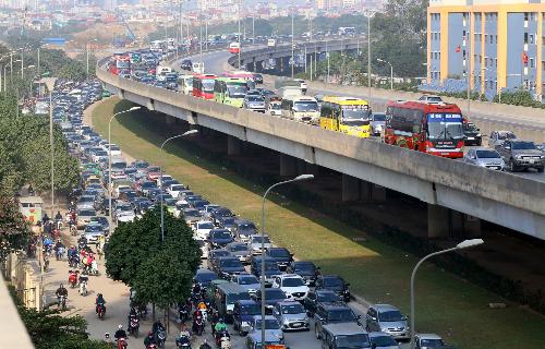 Áp lực giao thông và mật độ dân cư vùng lõi thủ đô không giảm mà có chiều hướng gia tăng sau 10 năm. Ảnh: Bá Đô.