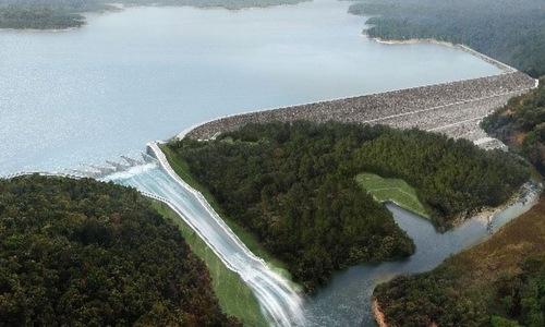 Hình mô phỏng đập nước của thủy điện Xe Pian-Xe Namnoy khi đưa vào hoạt động năm 2019. Đồ họa: NPNC.