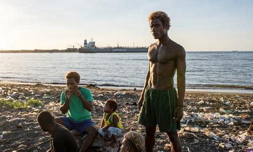 Người dân tại đảoGuadalcanal, Quần đảoSolomon ngày 8/6. Ảnh: NYTimes.