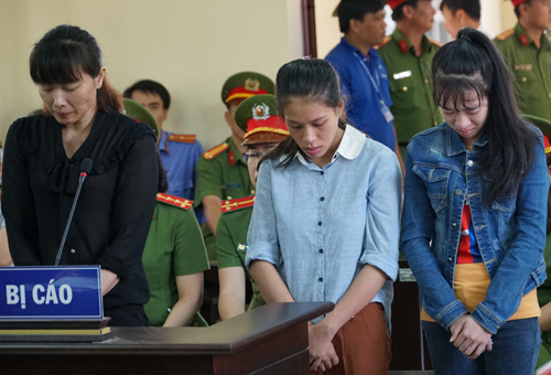Ba bị cáo tại phiên tòa. Ảnh: Kỳ Hoa