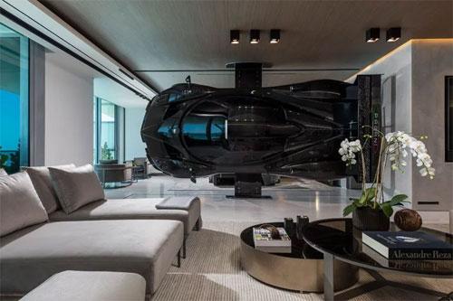 Vách ngăn giữa căn hộ cao cấp ở Miami là phần thân siêu xe Pagani Zonda R. Ảnh: Instagram.