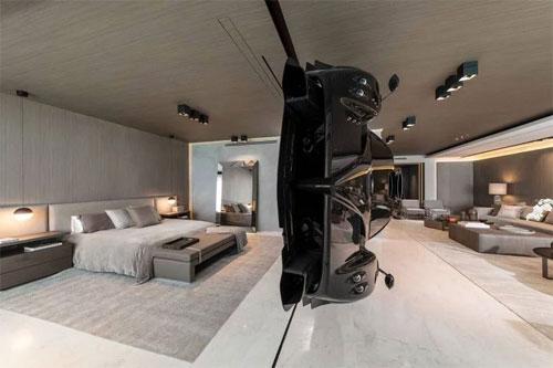 Món đồ trang trí đặc biệt giúp ngăn cách không gian giữa phòng khách và phòng ngủ. Ảnh: Instagram.