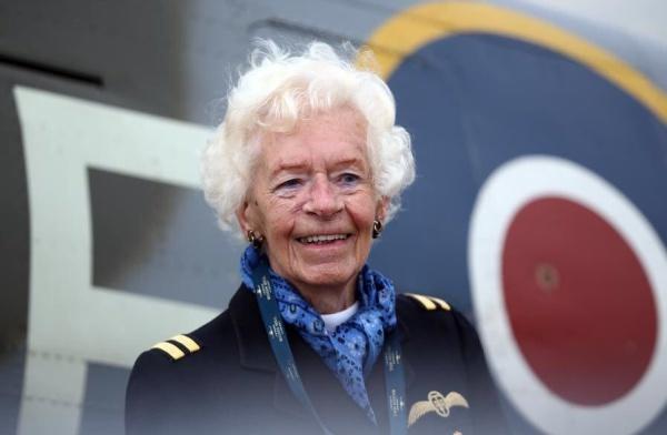 Mary Ellis, nữ phi công tiên phong thời Thế chiến II. Ảnh: Twitter.