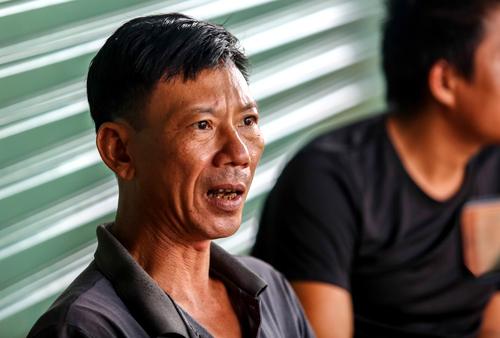 Anh Biền kể lại phút dòng nước ùn ùn cuốn toàn bộ tài sản. Ảnh: Thành Nguyễn.