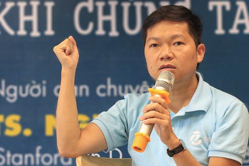 TS Nguyễn Chí Hiếu nêu ba nguyên nhân dẫn đến biểu hiện chống đối ở học sinh. Ảnh: Dương Tâm