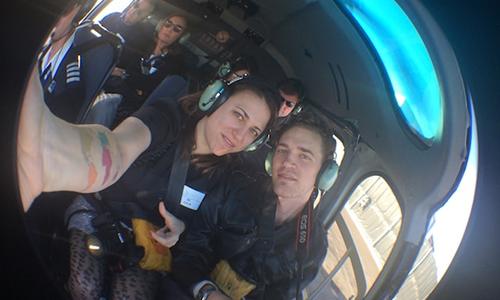 Michael Burdge (phải)và Julia Mesner Burdgetrong buổi hẹn hò đầu tiên trên một chuyến bay bằng trực thăng ở công viên quốc gia Grand Canyon, bangArizona, Mỹnăm 2014. Cả hai cùng nhau đi khắp thế giới kể từ ngày đó.Ảnh: Zero Waste Saigon.